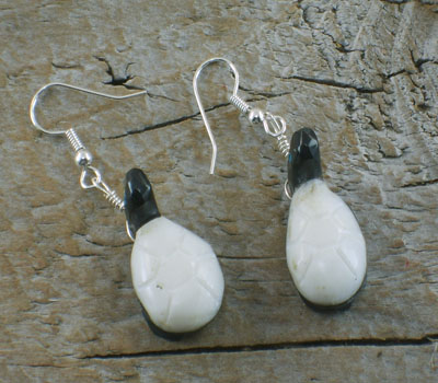 Southwest Fetish Jewelry Alabaster & Jet Turtle Earrings